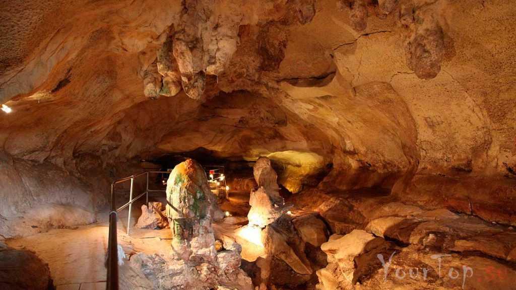 Подземные пещеры Гхар-Далам (фото 1)