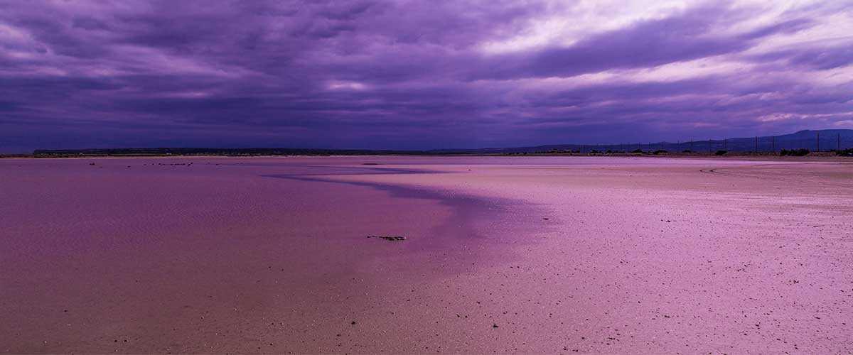 4 потрясающих пляжа необычных цветов